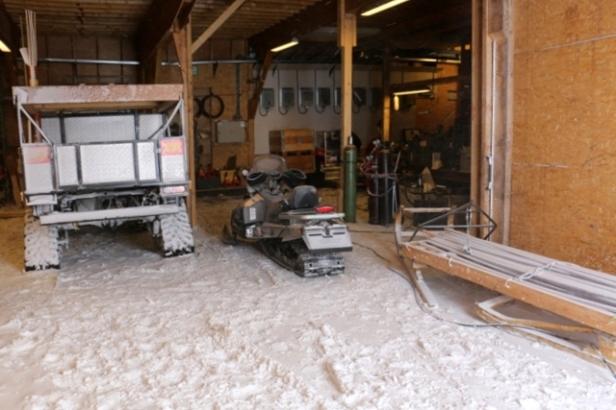 photo-16-la-neige-est-entree-dans-le-garage