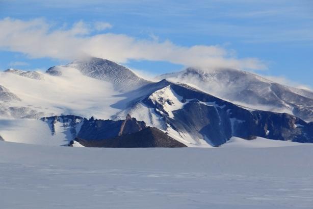 photo-20-la-montagne-saupoudree-de-neige-soufflee