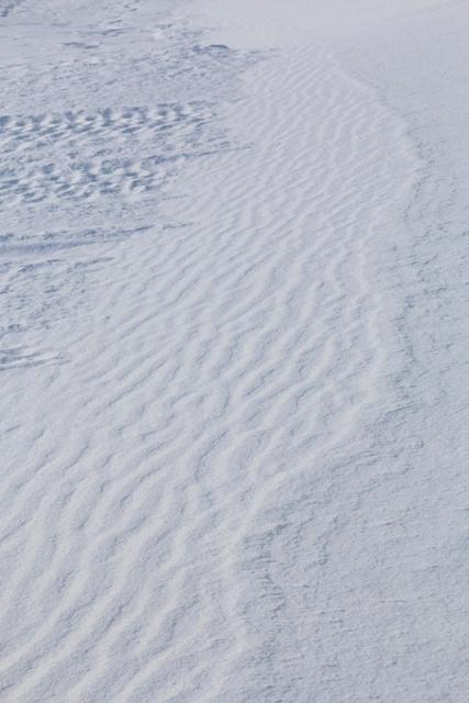 photo-22-%ef%80%a0ripple-marks%ef%80%a0%ef%80%a2-la-neige-se-redepose-a-labri-du-vent