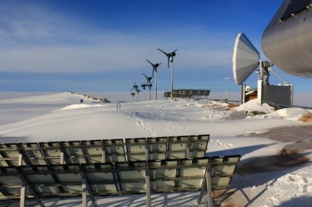 photo-9-en-quelques-heures-le-toit-est-recouvert-de-neige-soufflee